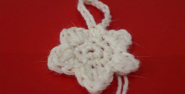 Fiorellino in lana per decorazione di Natale