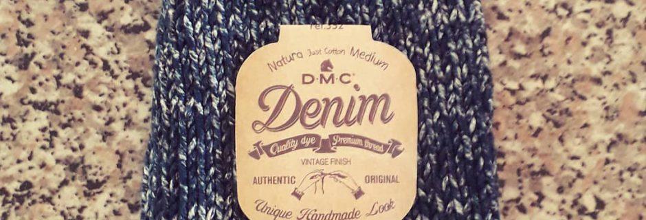 Cappellino a maglia eseguito con DMC Natura Denim